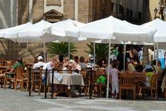 Kaféer i domkyrkafyrkanten, Cadiz Arkivfoto
