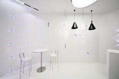 Kaféinre i minimalist stil arkivfoton
