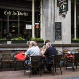 Kaférestaurang i Amsterdam fotografering för bildbyråer