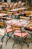 Kafétabeller i fransk stad av Lyon, Frankrike Fotografering för Bildbyråer