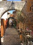 Kafé i Rhodes Old Town, Grekland Royaltyfria Foton