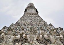 Kafelkowa pagoda przy świątynią on słońce lub świt świątynia - oddolny widok fotografia royalty free