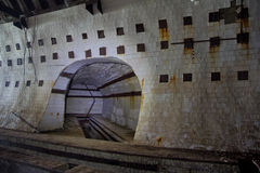 Kafelkowy tunel w zaniechanym podziemnym jądrowego physics laboratorium Zdjęcie Royalty Free