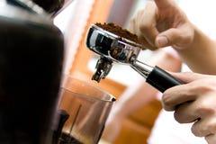 Kaffe av Barista Royaltyfria Foton