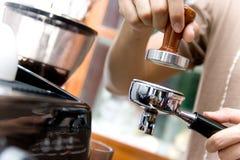 Kaffe av Barista Royaltyfri Fotografi