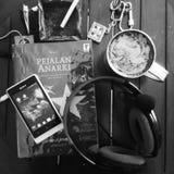 Kaffe, bok och musik Royaltyfria Foton