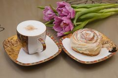 Kaffe, bulle och blomma Royaltyfri Fotografi
