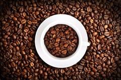 kaffe för bakgrundsbönacloseup Royaltyfri Foto