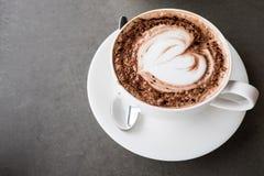 Kaffe för konst för hjärtaformLatte Royaltyfri Bild