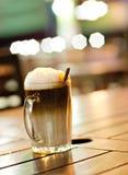 Kaffe för tre lager på en trätabell Royaltyfri Fotografi