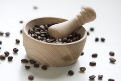 kaffe fyllt helt trä för kornmortel Royaltyfria Foton