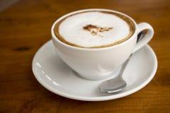 Kaffe i den vita koppen Royaltyfri Bild