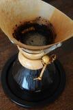 Kaffe i det Chemex slutet upp Royaltyfria Foton