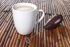 Kaffe i en vit kuper Royaltyfri Fotografi