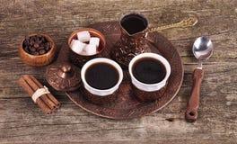 Kaffe i kopparkustfartyg med tillbehör för kaffe-dricka nolla Arkivfoto