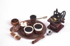 Kaffe i kopparkustfartyg med tillbehör för kaffe-dricka nolla Royaltyfri Foto