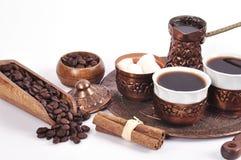 Kaffe i kopparkustfartyg med tillbehör för kaffe-dricka nolla Royaltyfri Fotografi