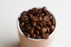 kaffe innehåller det realistiska fotoet för ingreppet för bilden för korn för designelementlutningen Royaltyfri Bild