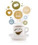 Kaffe kuper med samkväm, och massmediasymboler i färgrikt bubblar Arkivfoton