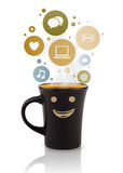 Kaffe kuper med samkväm, och massmediasymboler i färgrikt bubblar Fotografering för Bildbyråer