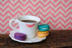 Kaffe & Macarons fotografering för bildbyråer