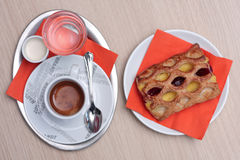 Kaffe med bakelse Fotografering för Bildbyråer