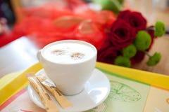 Kaffe med blommor Royaltyfri Bild