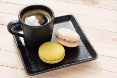 Kaffe med den franska makron Arkivbild