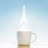Kaffe med det Paris symbolet Arkivfoto