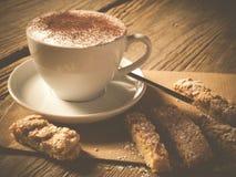 Kaffe med hemlagad biscotti Royaltyfri Fotografi