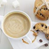 Kaffe med kexar Royaltyfri Fotografi