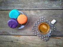 Kaffe med macaron Royaltyfri Bild