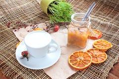 Kaffe med mejeriskum Royaltyfria Foton