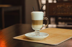 Kaffe med mjölkar Arkivbilder