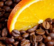 Kaffe med orangen arkivbilder