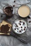 Kaffe med sötsaker Royaltyfria Foton