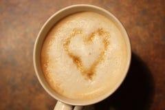Kaffe med sockerhjärta Arkivfoton