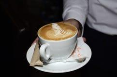 Kaffe med teckningen white för kaffekopp Fotografering för Bildbyråer