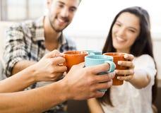 Kaffe med vänner arkivfoto