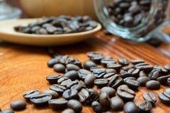 Kaffe mig, kaffeböna arkivbilder