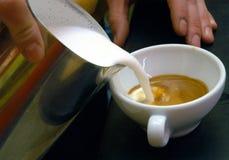 kaffe mjölkar Royaltyfri Foto