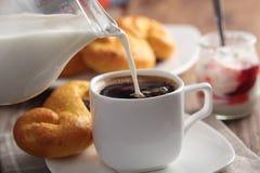 kaffe mjölkar Royaltyfri Fotografi