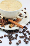 Kaffe mjölkar. Arkivbild