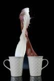 kaffe mjölkar färgstänk Fotografering för Bildbyråer