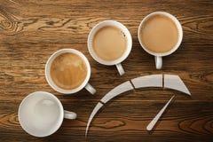 Kaffe morgonstart Hastighetsmätaren av energi idérik idé Varmt kaffe, bästa sikt Arkivbilder