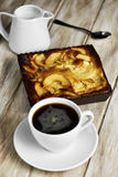 Kaffe- och äpplekaka Royaltyfri Foto