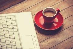 Kaffe och bärbar dator Royaltyfri Fotografi
