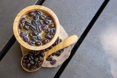 Kaffe och b?nor arkivfoton
