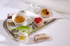 Kaffe och bakelser Royaltyfri Foto