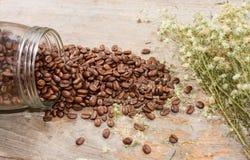 Kaffe och blomma Royaltyfri Bild